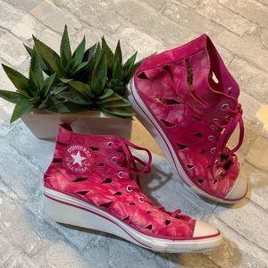 Unique Pink Sandel/Sneakers Converse